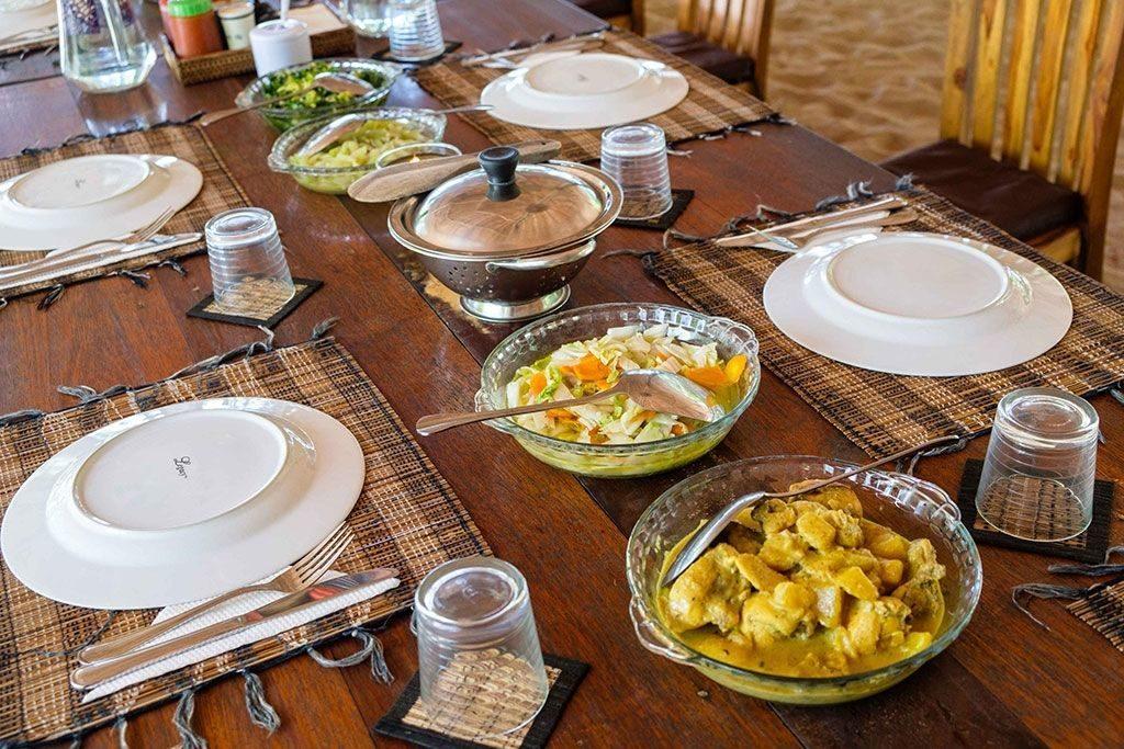 raja-ampat-resort-table
